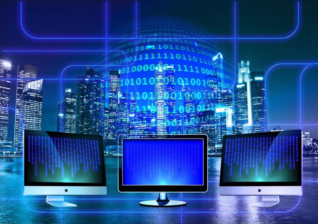 3 ordinateurs représentant internet