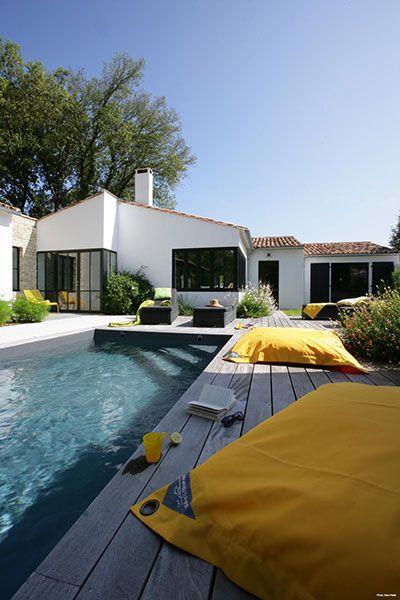 Villa avec une piscine en location
